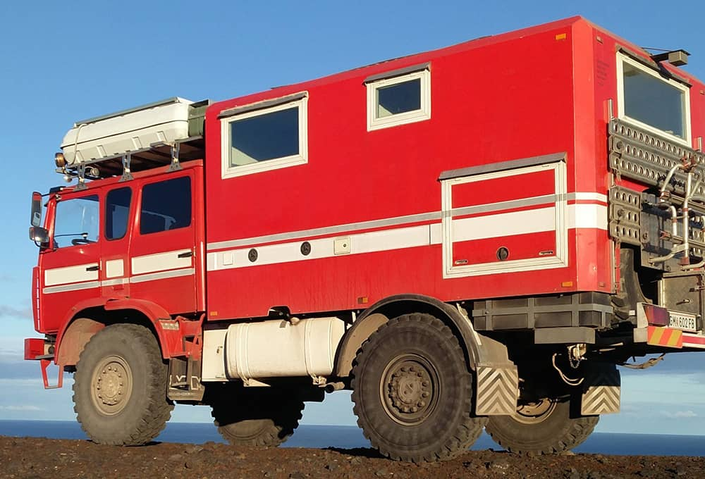 Expedition mobile with heavy duty shock absorbers from Marquart
