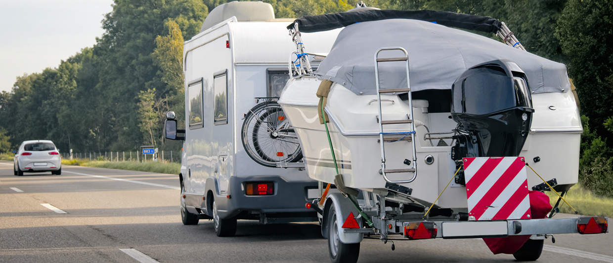 Reinforced shock absorbers for motorhome with trailer