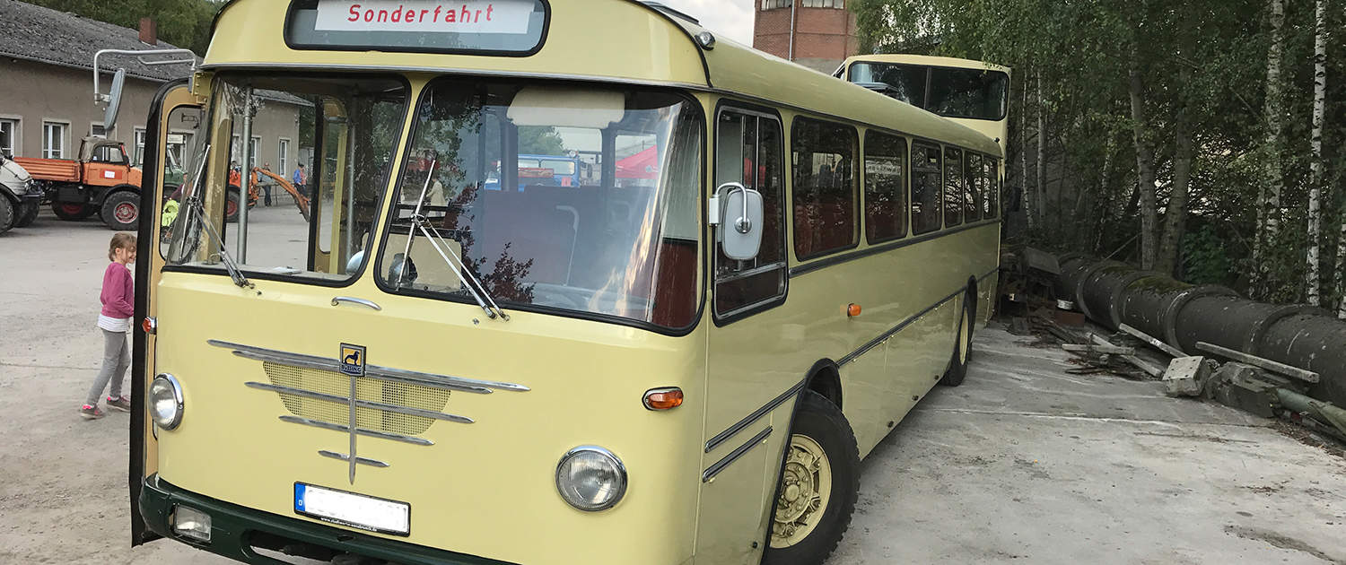 Reinforced shock absorbers for historic buses