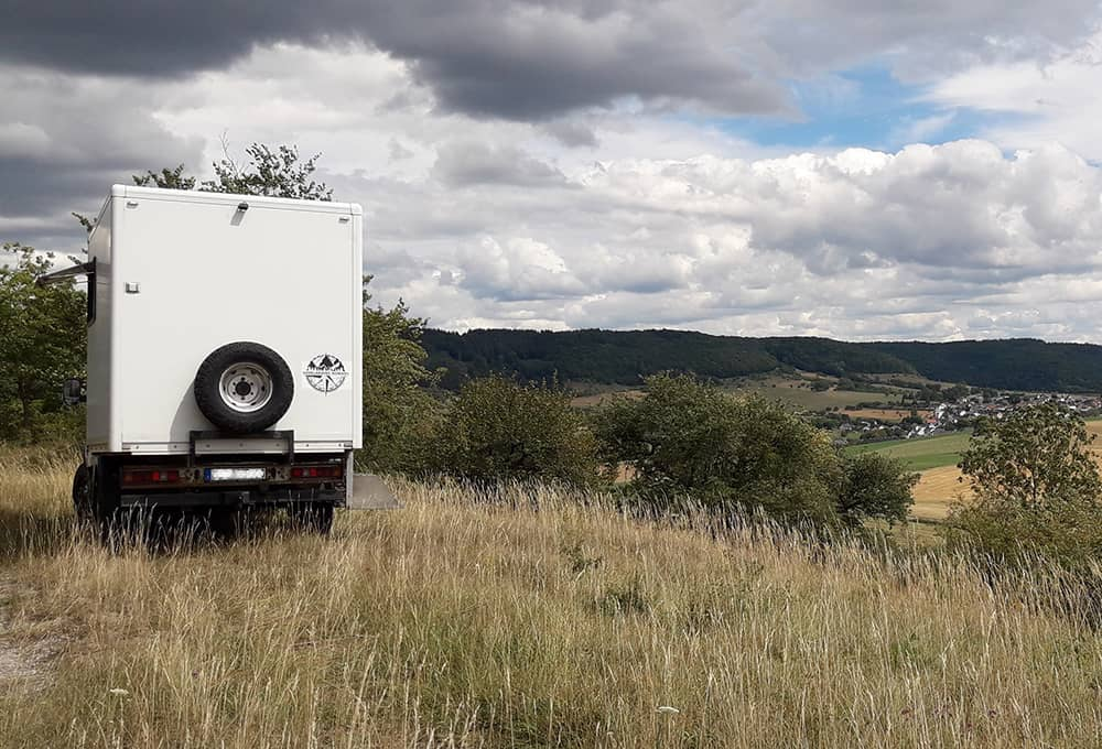 Reinforced shock absorbers for motorhomes even off the road