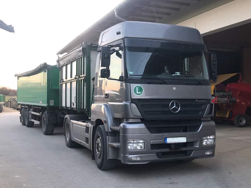 Mercedes Arox mit verstärkten Stoßdämpfern von Marquart
